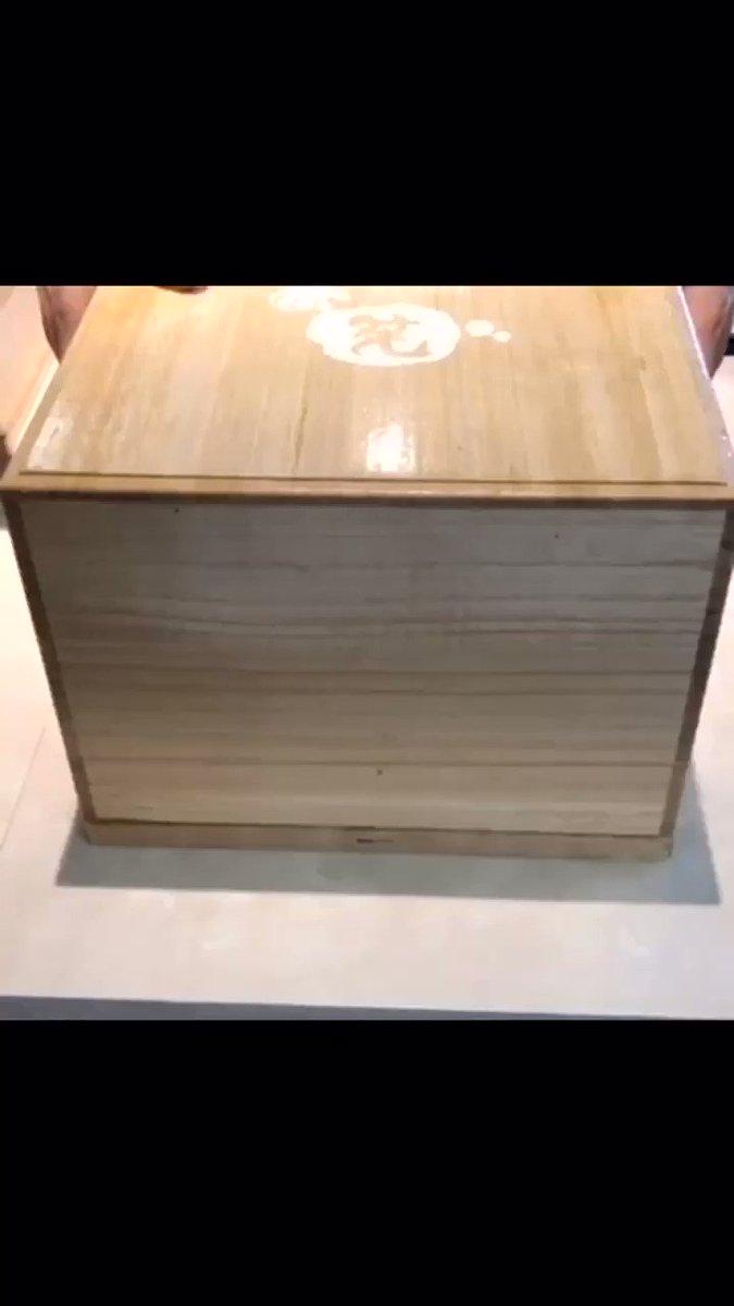 京都駅近くにあるお店「茶筅」の、蓋を開けると玉手箱のように煙とともに中から豪華なスイーツが登場する「玉手箱スイーツ」✨