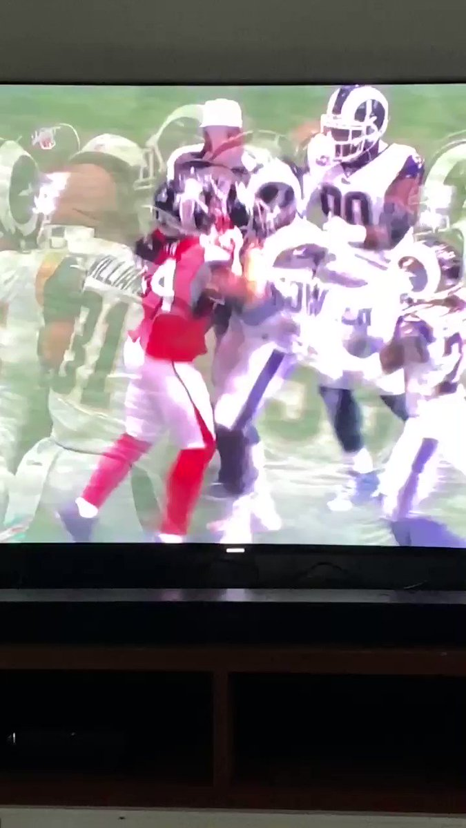 Devonta Freeman got ejected because he punched Aaron Donald.  What was Devonta thinking? 😂😂