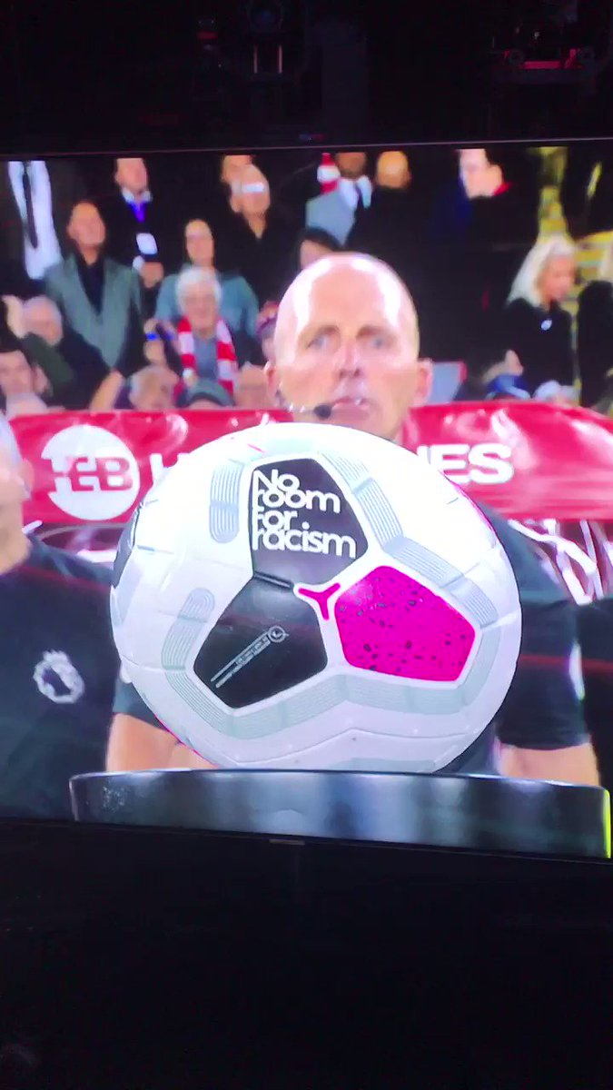 @FootyLimbs's photo on mike dean