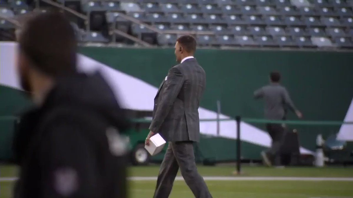 Patriots vs. Jets: Tom Brady gave Demaryius Thomas a gift before MNF