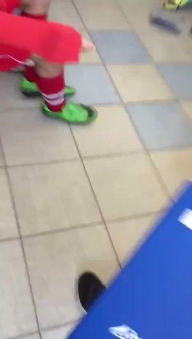 , بالفيديو  :مدرب يصفع لاعبيه بسبب أدائهم السيئ