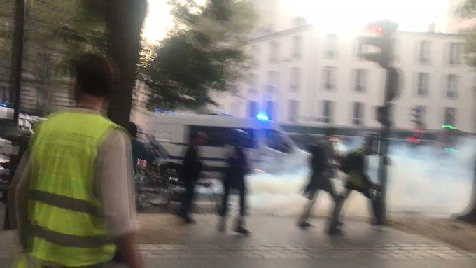 Gilets jaunes, acte 50 : appel national à Saint-Etienne et manifestation avec les Chiliens à Paris B1rkAv0TGe40CRyk?format=jpg&name=small