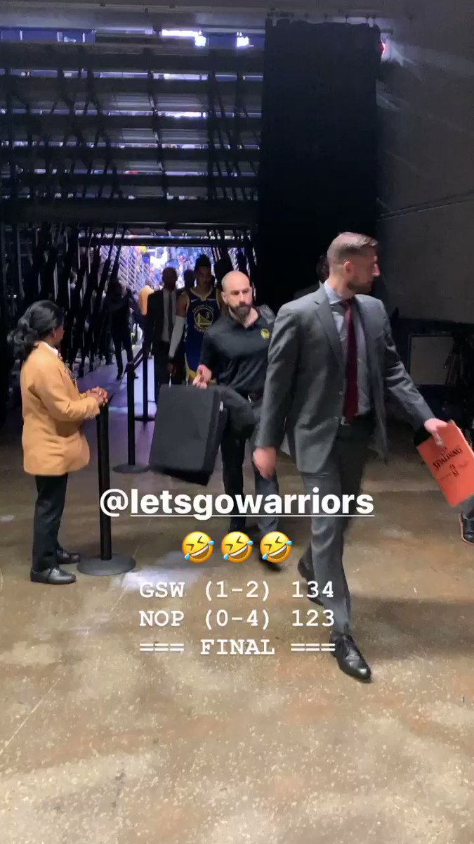 The Warriors got their first win!  And Steph and D-Lo are loving it 🤣  (via @poormanscommish)
