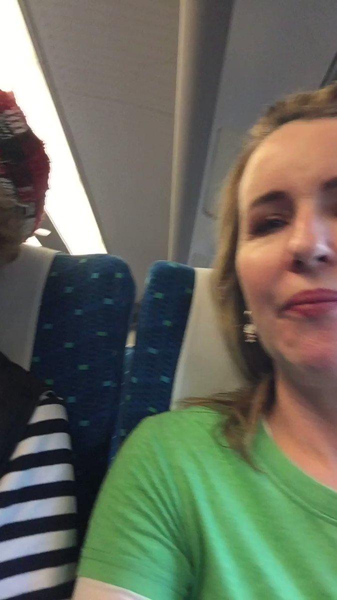 新幹線の英語アナウンスを務めるご本人とそのお母様が新幹線に乗ってる ...