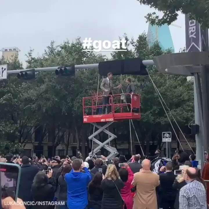 Dirk Nowitzki got a street named after him by the Mavs arena today 🙌 (via @luka7doncic)