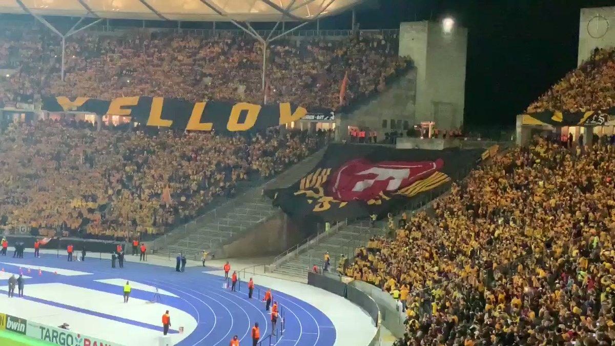 35.000 Dynamo-Fans beim Pokalspiel in Berlin. Das war eine fette Ansage und hat richtig Spaß gemacht. Meine Stimme ist zwar komplett weg, aber egal. Das war's auf jeden Fall wert. 😃👍🏼⚽️ #DFBPokal #BSCSGD #sgd1953