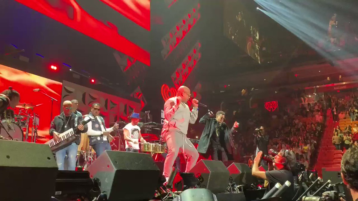 I could dance along with @gdzoficial all night 💃🏻💃🏻 #iHeartFiesta