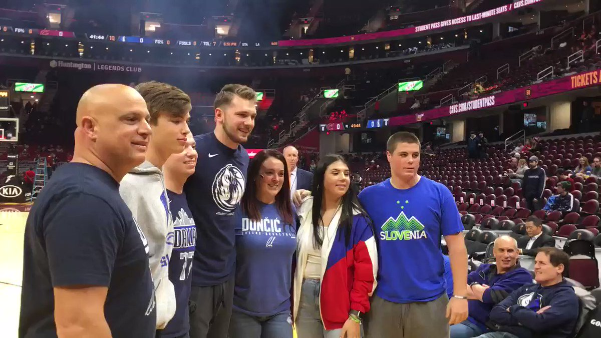 I wrote about @luka7doncic's friendship with Cleveland-area resident @Joey_Tromba, who is in remission from non-Hodgkin Lymphoma. Here's Luka meeting with Joey and his family before tonight's game. I'll tweet the story link when it's been posted.