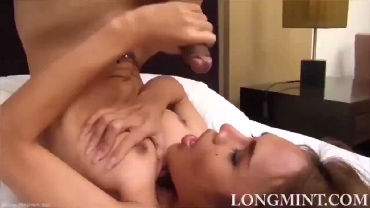 Hot Shemale Sucking Her Own Cock