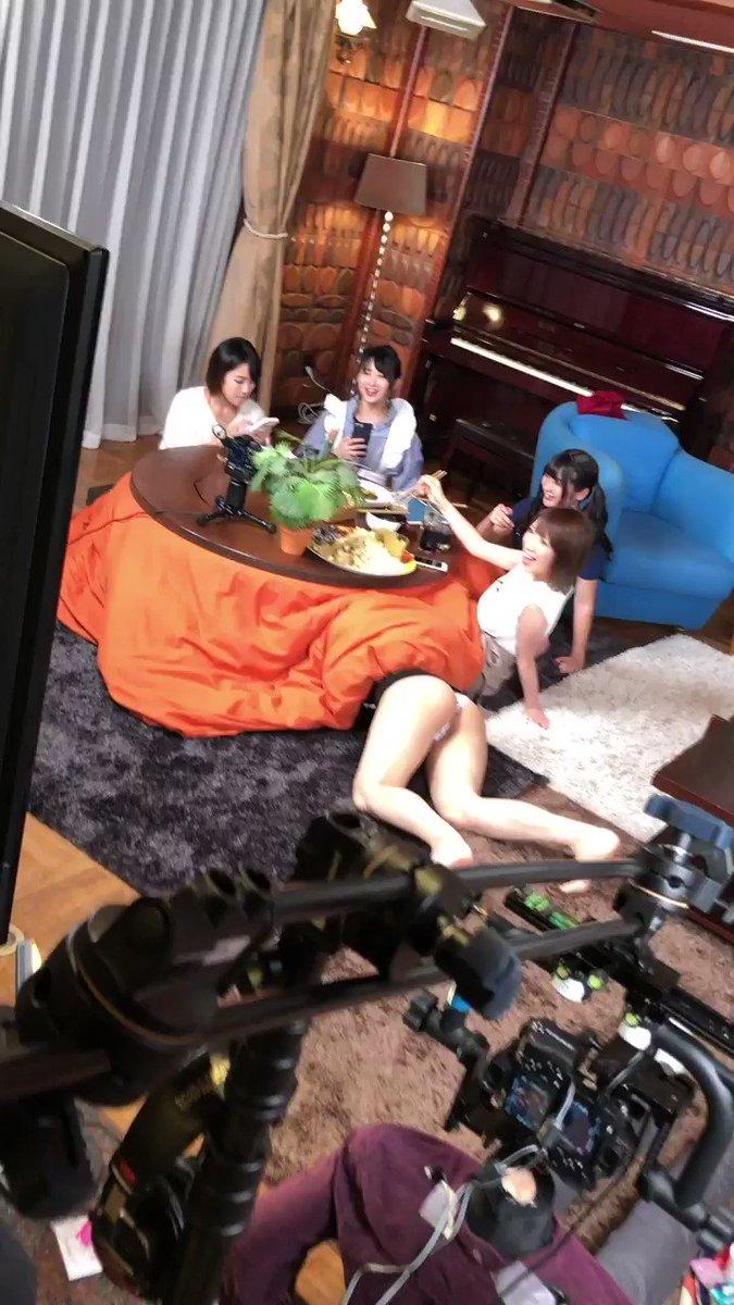 ┏━━━━━━━━━━┓┃倉持由香ちゃん結婚!┃┗━━━━━━━━━━┛@yukakuramoti ㊗️本当に本当に㊗️おめでとうございます🎉またこんな楽しい撮影させて下さい!!!#VRグラドル女子会 の続編人妻ver.でやりましょう💕👇倉持さんはどこにいるでしょ〜??笑