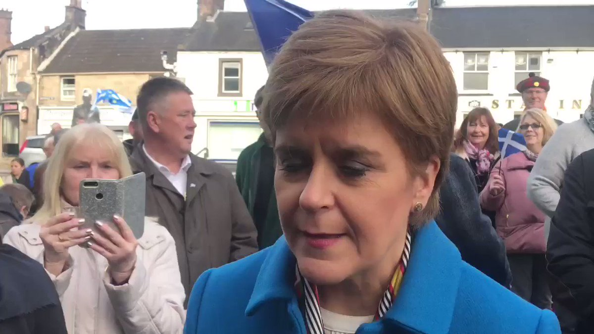 Speaking with @NicolaSturgeon in Alloa about her open letter to Remain supporters to back the SNP - even if they don't support Scottish independence