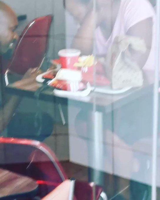 Dibuly Karena Lamar Kekasih Hanya di KFC, Pasangan Ini Beruntung !