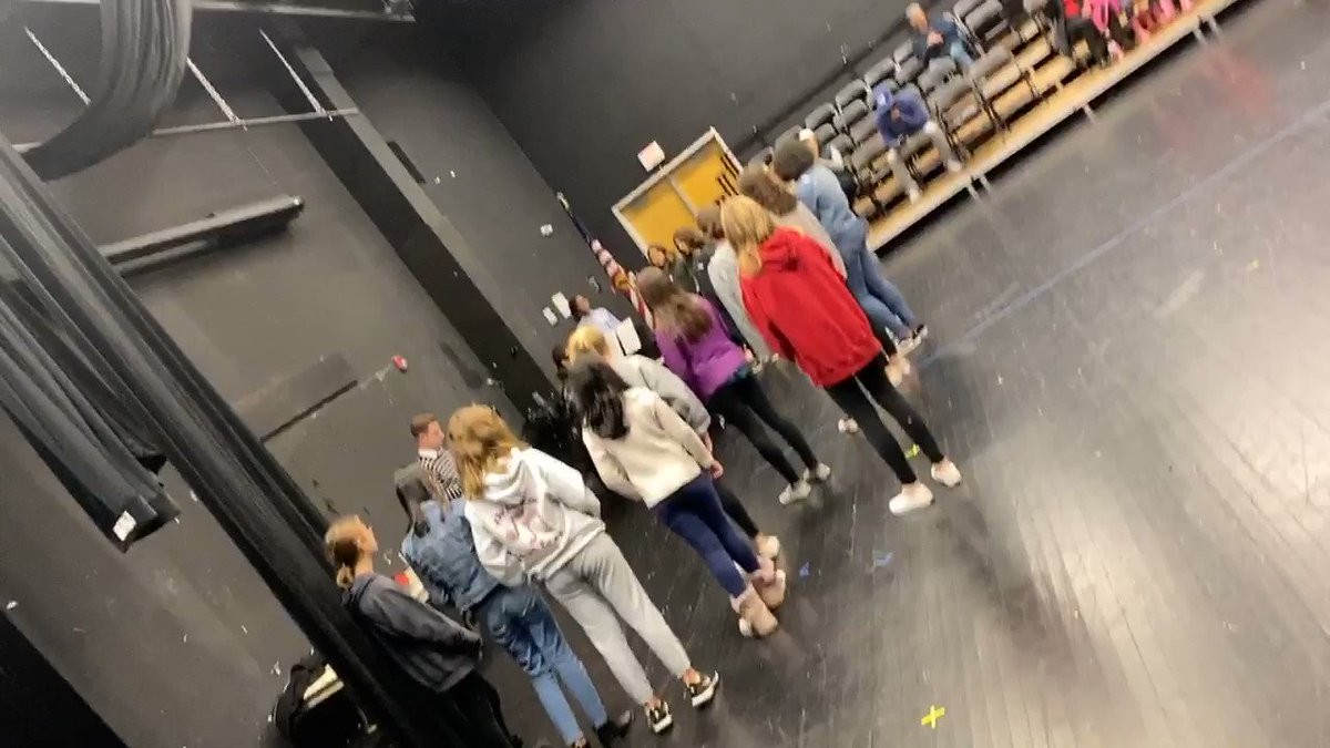 Middle School Honors Chorus Auditions!! So many students trying out and they sound great! <a target='_blank' href='http://twitter.com/APSArts'>@APSArts</a> <a target='_blank' href='http://twitter.com/APSVirginia'>@APSVirginia</a> <a target='_blank' href='https://t.co/wmfuDKyILS'>https://t.co/wmfuDKyILS</a>