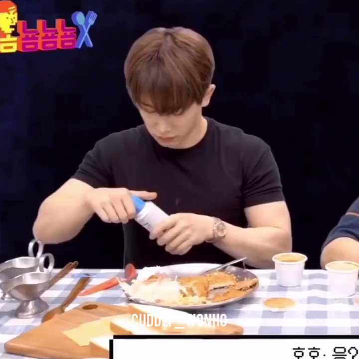 Wonho vs. Easy Cheese His little ᴼᴼᴼᴴ when NuNu shows him how it works. 🥺 #아이돌도_인간이다 #ChangeForWonho