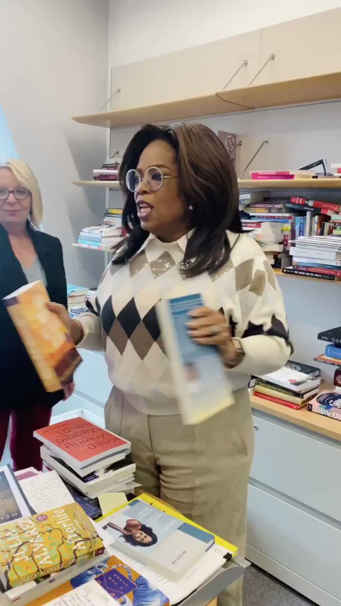 One of my favorite things to do is rummage through @oprahmagazine's book editor @leighhaber 's office. She has all the latest books often before they're published. What to my wondering eyes did appear.. a new faaaavorite thing! Find it here: http://oprahmag.com/oprah-favorite-things-2019… @MichelleObama