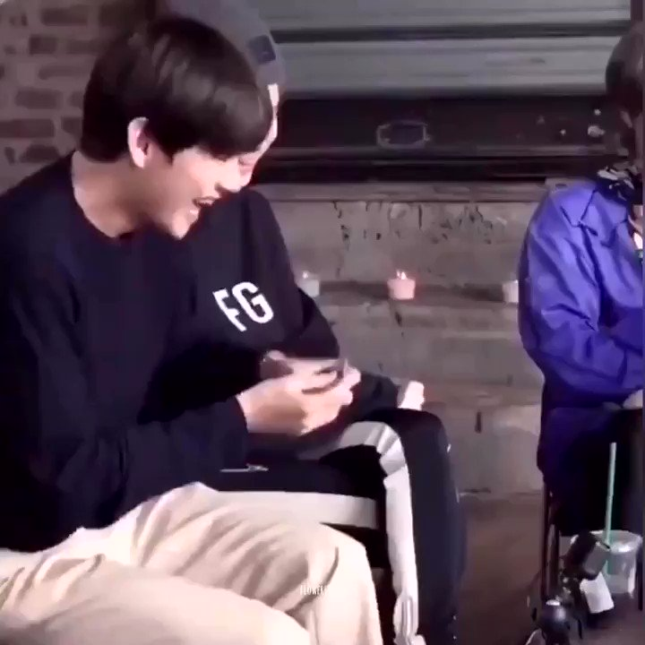 yoongi: taehyung's actually the funniest person alive