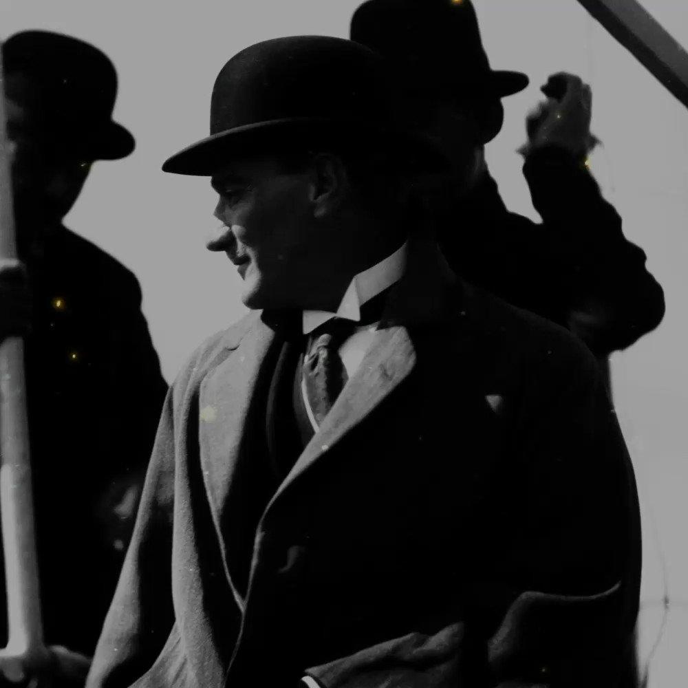 Ulu Önder Mustafa Kemal Atatürk'ü vefatının 81. yıl dönümünde saygı ve özlemle anıyoruz. #10Kasım #MustafaKemalAtatürk https://t.co/m0zy2o096T