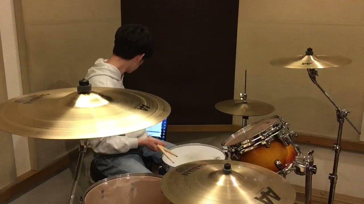 マキシマムザホルモンの「恋のメガラバ」を叩いてみました🥁復活待ってます😌フルはYouTubeでご覧ください👇#マキシマムザホルモン #恋のメガラバ #ドラム #叩いてみた #drums #drumscover #邦ロック #バンド #music