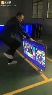 SAMSUNG LANÇOU UMA TV PRA ASSISTIR OS JOGOS DO FLAMENGO DE CENI: