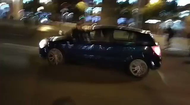 Imatge atropellament tall Meridiana 19:35 — 11 Novembre 2019 — 6977-FBY Opel Astra blau marí.
