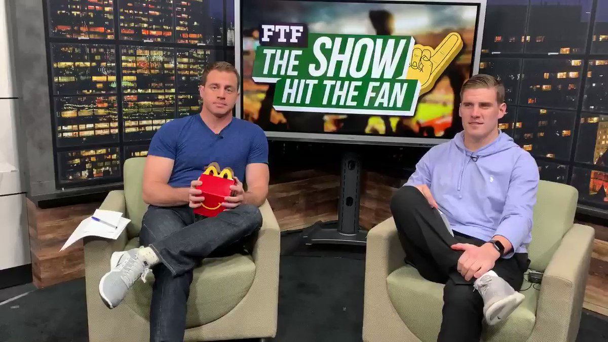 What's hitting the fan today: -#LSUvsBAMA -#PSUvsMINN  -#KSIvsLogan2  On The Screen: my The Joker/Marvel theory 🤔  Drop or Drop: Yeezy Shoes🥍  @ShowHitTheFan w/ @DaveyEmala_0  7 p.m. http://FTFNEXT.com   11 p.m. Eleven Sports  Plus @McDonalds Classic toy reveal👇🏽