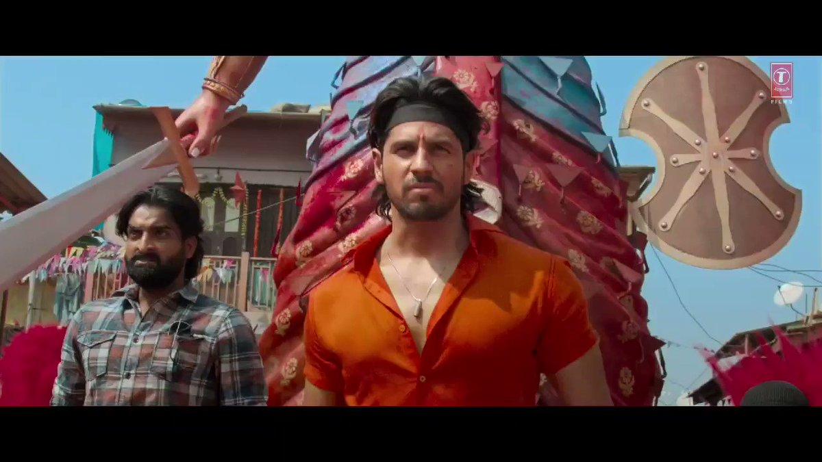 Khulkar seeti maaregi public, jab hoga Raghu aur Vishnu ka ek dusre pe vaar... iss shukravaar theatre mein aa jaana yaar! #MarjaavaanOn15thNov @Riteishd @SidMalhotra @Rakulpreet @zmilap @itsBhushanKumar #KrishanKumar @monishaadvani @madhubhojwani @nikkhiladvani @iamDivyaKhosla