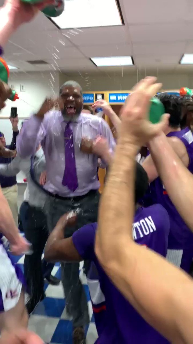 No. 1 Kentucky stunned by Evansville and its coach, ex-Wildcat Walter McCarty