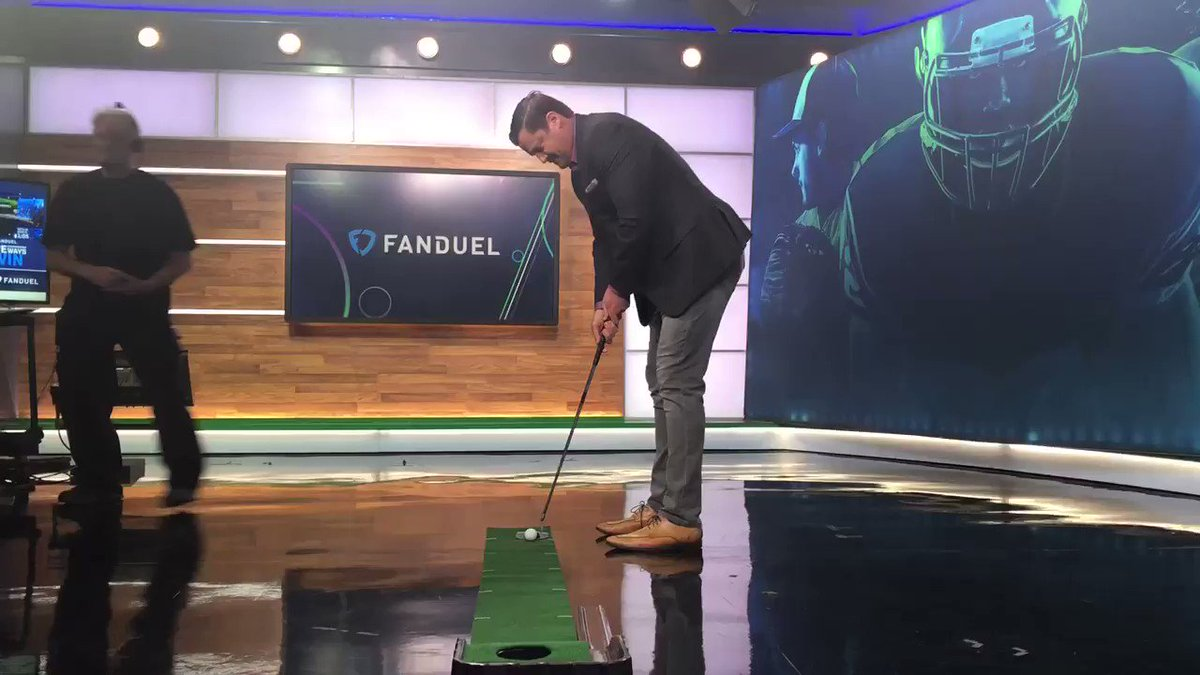 4/5 made puts by @mrogondino during the commercial break ⛳️   @icecoldexacta, you got next?
