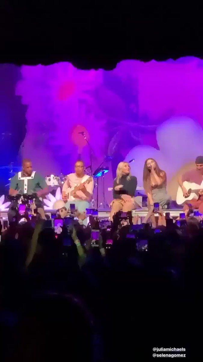 November 11: @selenagomez performing Anxiety with @JuliaMichaels in The Fonda Theater in Los Angeles#SelenaGomez #Selenators