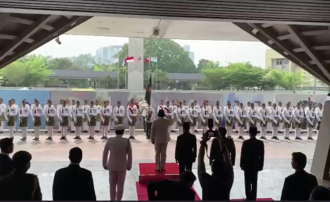 Penghormatan kepada Menhan RI saat kunjungan di Malaysia (14/11)Rasanya koq ..... gimana gitu ya.