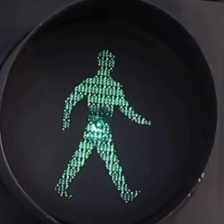 WAIT FOR THE GREEN MAN!! 🚦🚘 https://t.co/Z1jX19depL