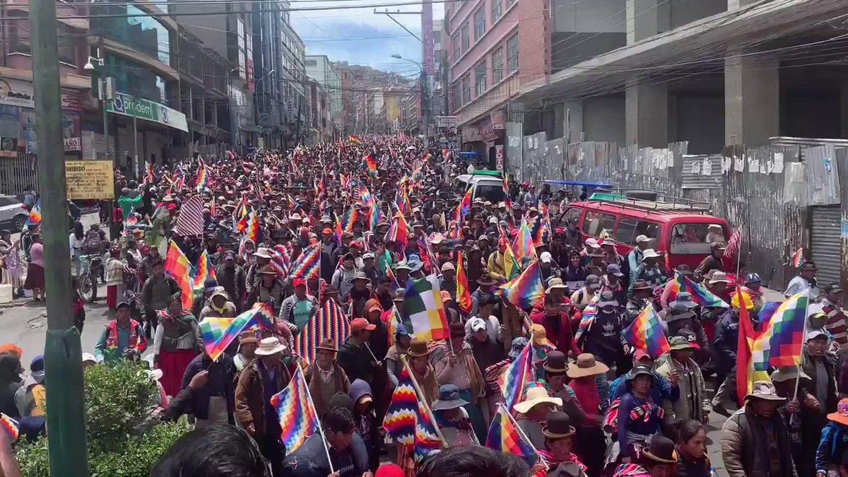 """Masiva manifestacion de El Alto a la Paz para que """"renuncie la presidenta interina autoproclamada"""""""