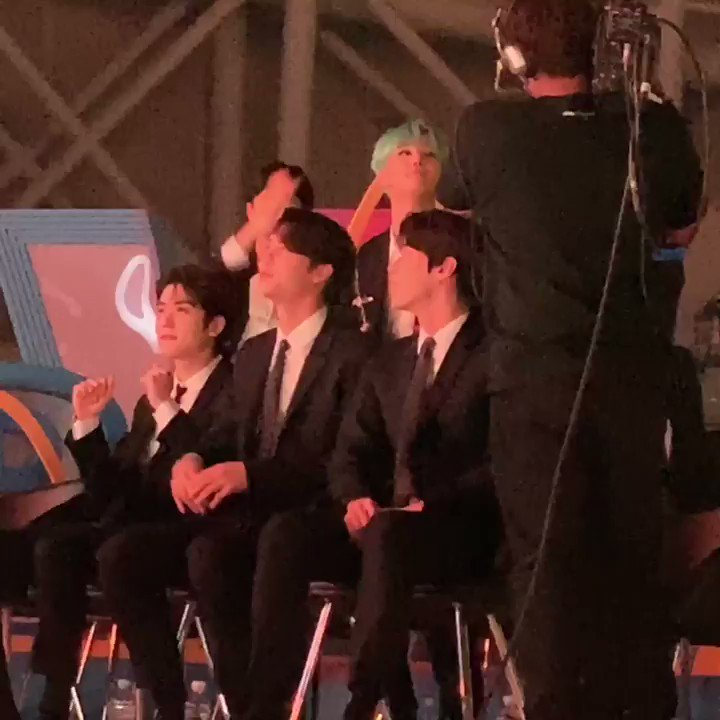 191116 VLIVE AWARDS V HEARTBEAT Jaehyun, Johnny and Doyoung enjoying Anne-Marie's 2002 performance with Doyoung being the cutest human ever 💚