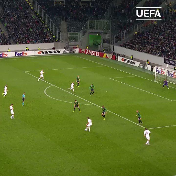 Yann Sommer in fine form 🙌  #UEL | @borussia_en