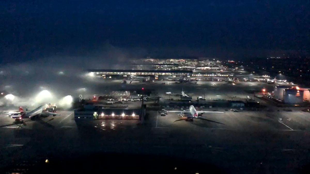 The #fog has rolled in @HeathrowAirport #avgeek #timelapse