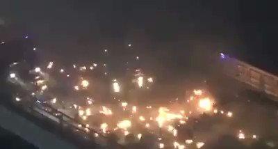 ドラマなんかじゃないですたったいま警察が装甲車で香港理工大学に突入しようとしたが デモ者に火炎瓶に撃退されました政府は中国の天安門事件を繰り返そうとしてる#HongKong #PolyU #Taiwan #香港デモ