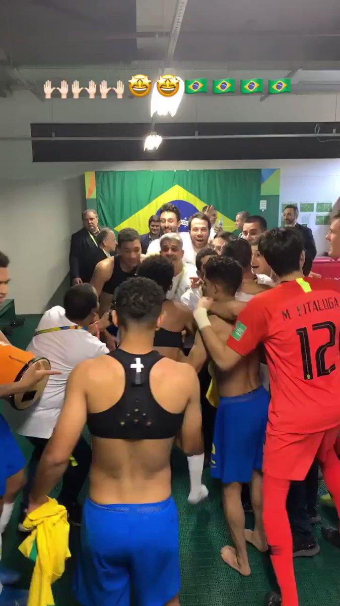 🎶🎶🎶🎶🎶 A seleção vai jogar Vou te falar meu parceiro Você tem que respeitar O futebol brasileiro 🎶🎶🎶🎶🎶  No ritmo do tetra: samba criado por médico embala Brasil durante Mundial Sub-17; veja a música https://t.co/COWYXrXY9L https://t.co/wl1J9pAiHW