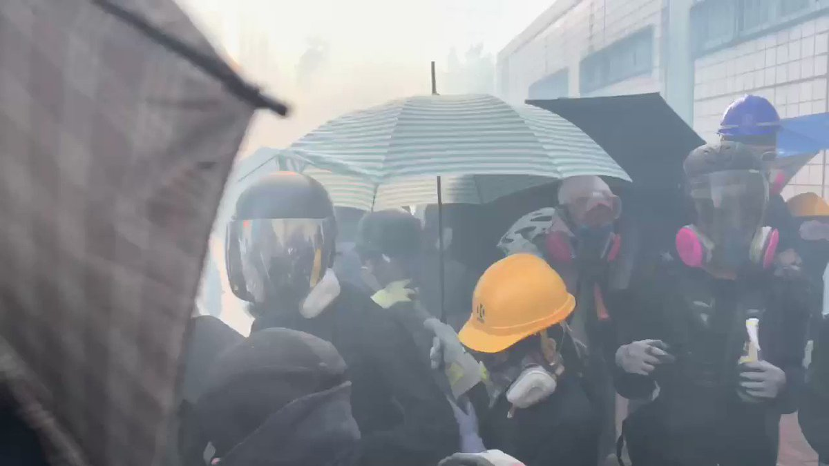 #PolyU protesters eventually retreat after driving the police back in the face of whizzing rubber bullets and gas pellets. They're mostly inside the campus again. Police showing no mercy #HK #HongKongProtests #StandWithHongKong