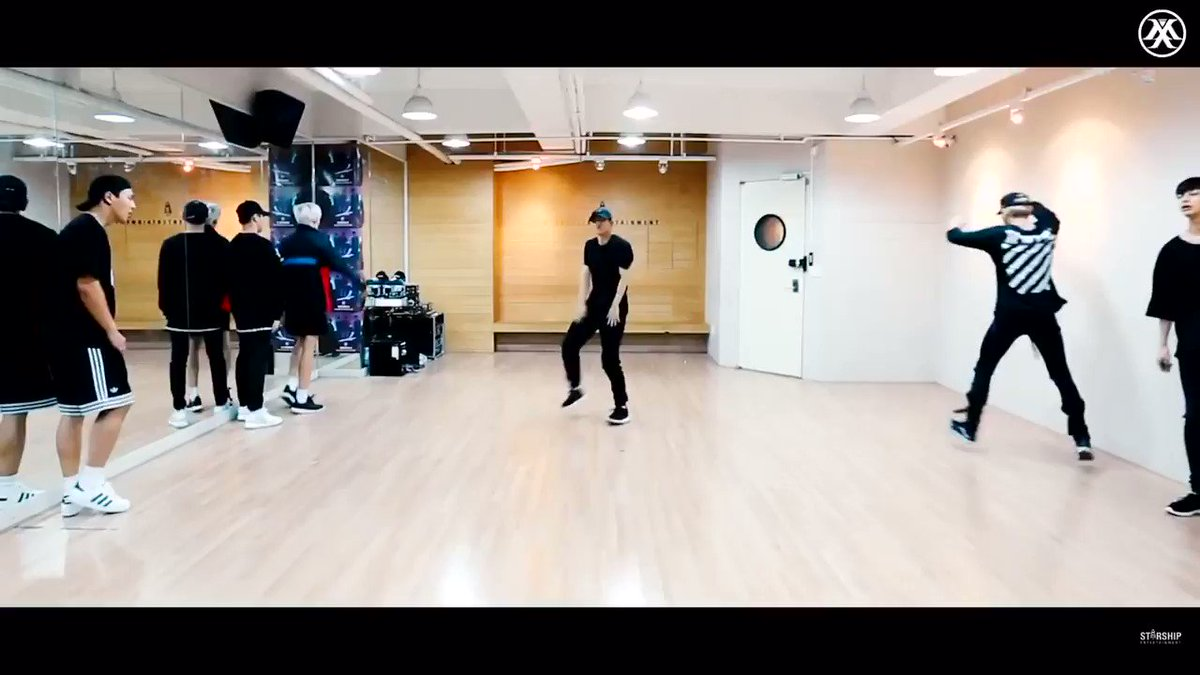 your timeline needed Jooheon doing this part in the Stuck dance practice video #AlwaysBeMX7 #다시만날_그날을위해 @OfficialMonstaX @STARSHIPent