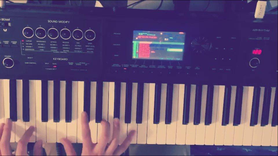 米津玄師の海の幽霊を弾いてたらいつの間にかパプリカになってました。はい。わざとです。 #弾いてみた#ピアノ#米津玄師