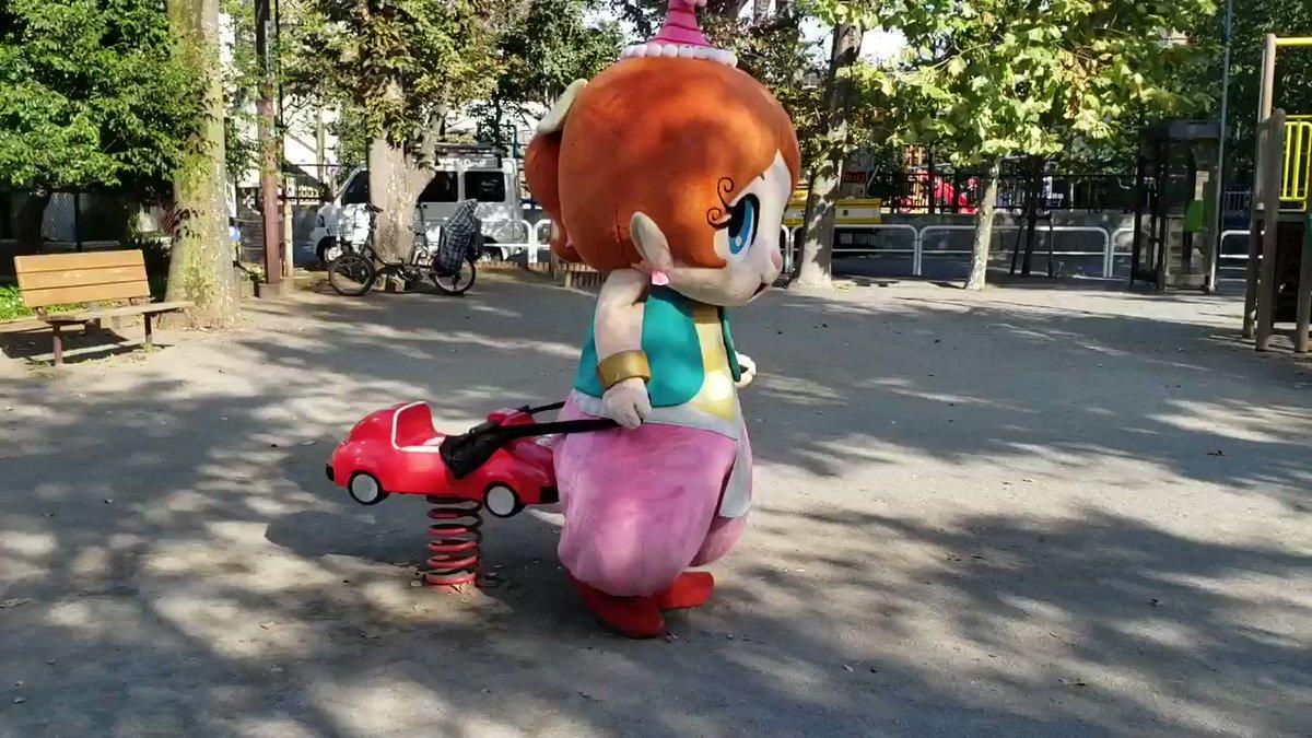 皆さん車が壊れて動かなくなってしまう事ありませんか(*ơᴗơ)⁉️そんな時はタイツを使えば簡単ですぅ❣️❣️こーやって車を動かせるようになるですぅ😆💓💥
