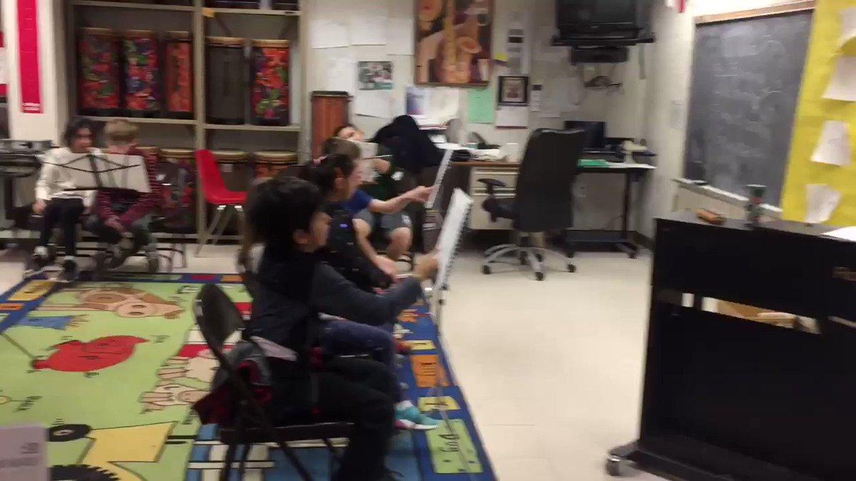 RT <a target='_blank' href='http://twitter.com/MPerdomo_KeyES'>@MPerdomo_KeyES</a>: Somos trilingües: español, inglés y músics. Qué 🐝 tan artísticas <a target='_blank' href='http://twitter.com/KeySchoolAPS'>@KeySchoolAPS</a> <a target='_blank' href='http://twitter.com/KeyPta'>@KeyPta</a> <a target='_blank' href='https://t.co/wnLSNPTSGY'>https://t.co/wnLSNPTSGY</a>