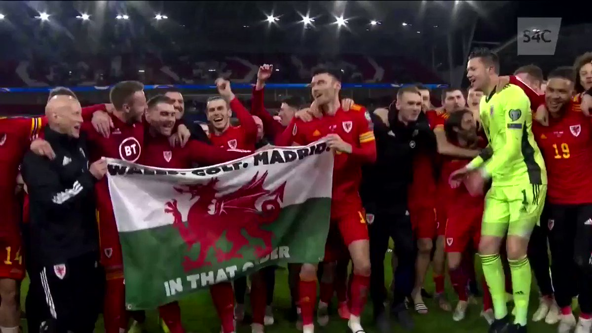 WALES, GOLF, MADRID...in that order!! #WALHUN #TogetherStronger #Bale