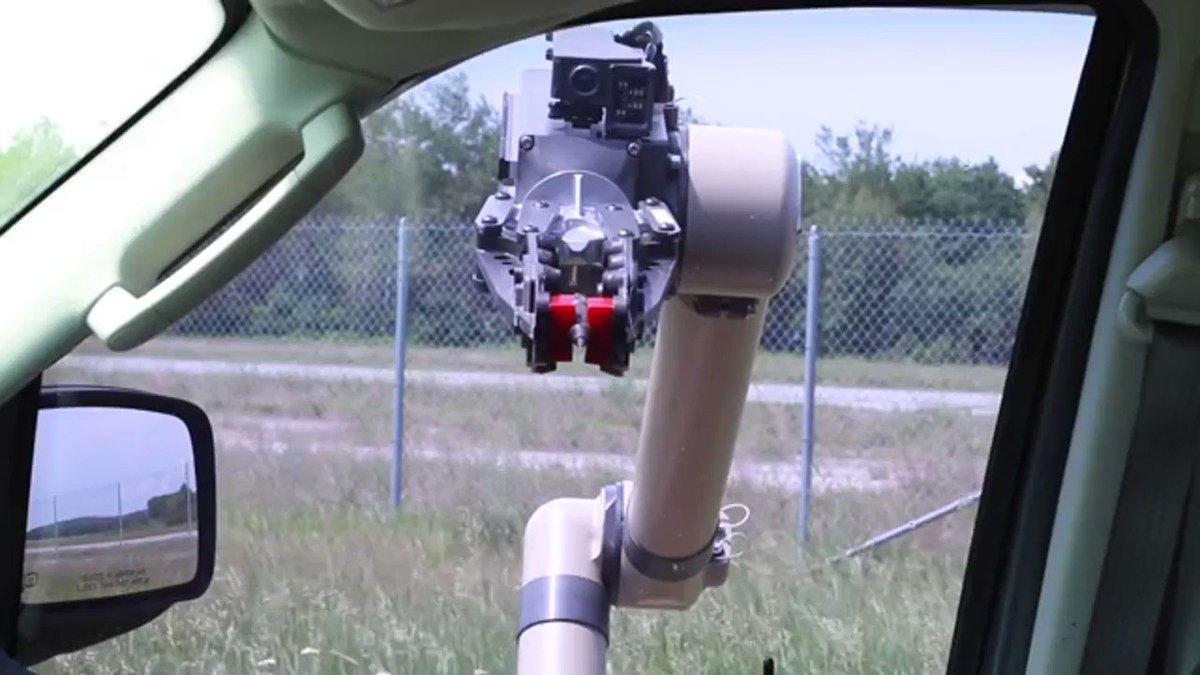 #CyberpunkisNow The U.S. Army has chosen the FLIR Kobra as the heavy version of its Common Robotic System.  This minute video displays a wide/interesting variation of functionality; it also has MPU5 networking capacity.  MP4 posted by Reddit user zippotato https://t.co/DABbN7snqq