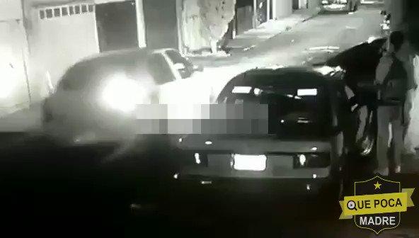 De nuestro inboxTres delincuentes despojan de su auto a un hombre en calles de  Ciudad Azteca municipio de Ecatepec #Edomex