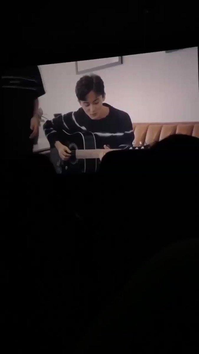 Mark playing the guitar, while singing SHINee's view with Taemin. This is so beautiful I'm going to cry