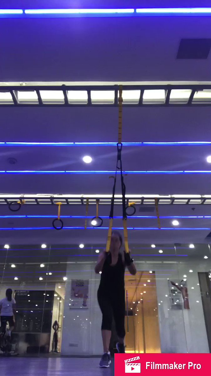 #TRX  today...that is after mixed cardio. did #urbanista  after trx... feeling so hungry...#gymlife  #weightloss  #trxreverselunges  #trxskaterlunge