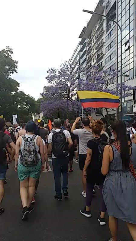 rsHRaxZbfEhrOe4x?format=jpg&name=900x900 - Los colombianos que se unieron al paro nacional en el exterior