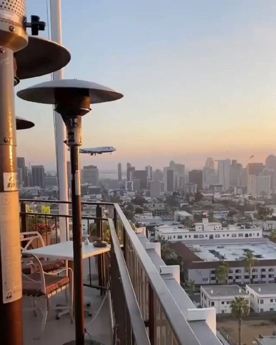 El apartamento con la terraza perfecta no exis.... #B744 de #BritishAirways aterrizando en San Diego 📸 Instagram.com/twtodders