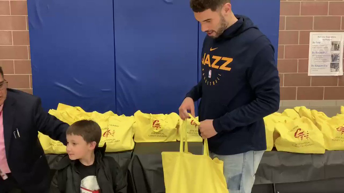 .@GeorgesNiang20 distributing Thanksgiving meals at his second annual turkey giveaway #NBACares